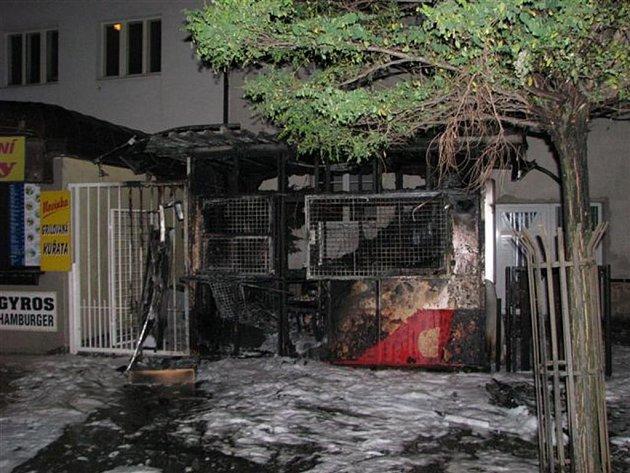 Vyhořelý stánek v Masarykově ulici