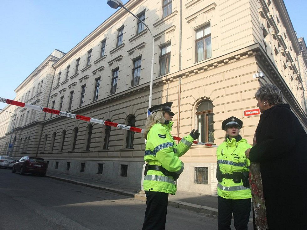 Anonym ohlásil v úterý ráno bombu v budově Krajského soudu v Plzni