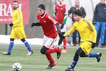 Fotbalisté Kaznějova (ve žlutých dresech) porazili béčko Petřína