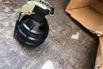V ulici Zikmunda Wintra v Plzni našli v popelnici granát. Pyrotechnik jej odvezl k likvidaci