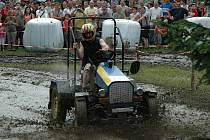 Trať traktoriády v Dožicích stojí za to. Atraktivní je pro diváky i závodníky zvlášť, když se požasí postará o pěkné bahno