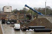 Demontáž severního železničního mostu u plzeňského hlavního nádraží