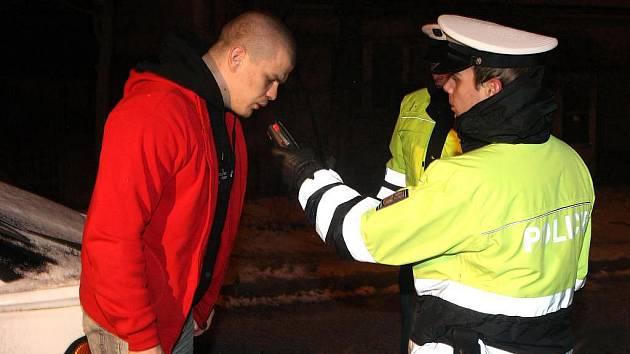 Mladík z Klatovska, kterému chyběla zelená karta, dostal pouze pokutu. Stejně jako u ostatních zkontrolovaných řidičů byla jeho dechová zkouška negativní