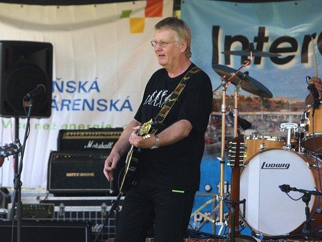 Slunečné počasí a rocková hudba. Tak vypadal první máj na Slovanech, kam dorazili fanoušci bigbítu