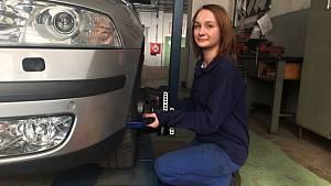 Andreu Kováčovou zajímá všechno o motoru. Jednou by si chtěla otevřít svůj vlastní autoservis.