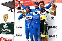 Medailové pozice při Mezinárodní trofeji Rokycan v kategorii mužů Elite obsadili (zleva) Adam Stachowiak, Pawel Bernas a Jiří Polnický.