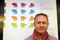 Michal Světlík spolupracuje s DJKT v Plzni již řadu let na tvorbě inscenačních programů a plakátů, nyní připravil nový vizuální styl pro celé Divadlo J. K. Tyla v Plzni