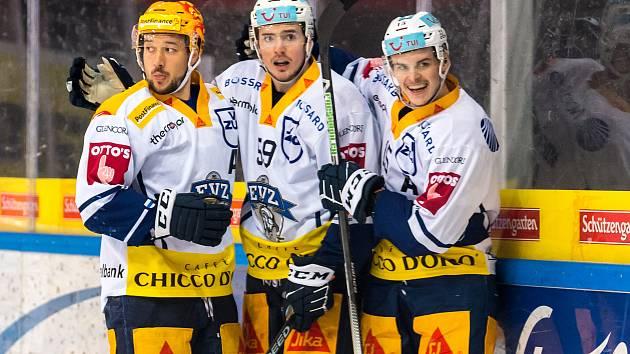 Jan Kovář (vlevo)  by měl patřit také k lídrům národního týmu na nadcházejícím mistrovství světa v Lotyšsku.