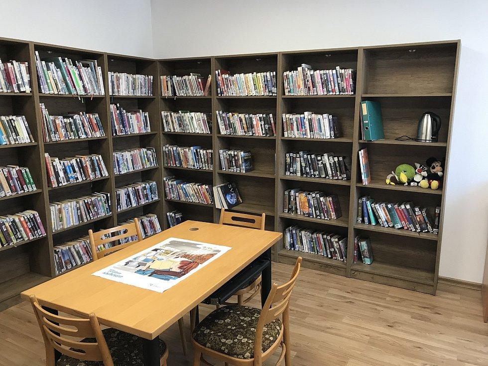 Na obecním úřadě mají novou knihovnu.
