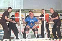 Stříbrnou medaili na mistrovství Evropy v silovém trojboji v plzeňském Parkhotelu vybojoval ukrajinský závodník Valerij Karpov (na snímku) výkonem  1017,5 kilogramu