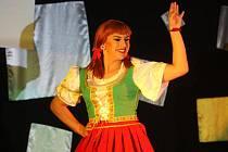 Pražská travesti skupina Hanky Panky to v úterý večer pěkně rozjela ve stodském kulturáku