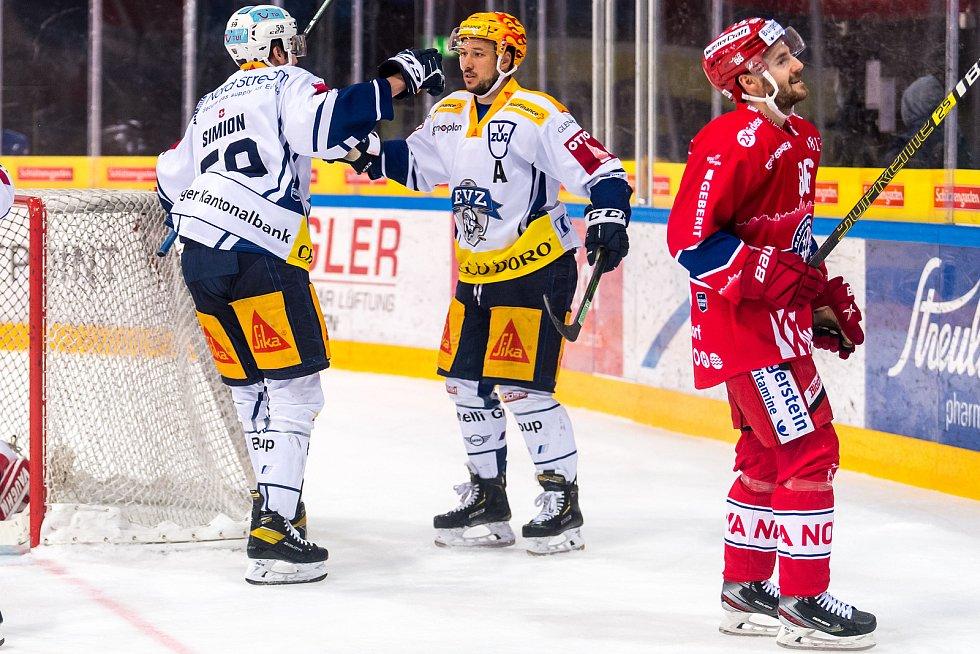 Jan Kovář (uprostřed) patřil k tahounům Zugu při jeho cestě na švýcarský hokejový trůn.