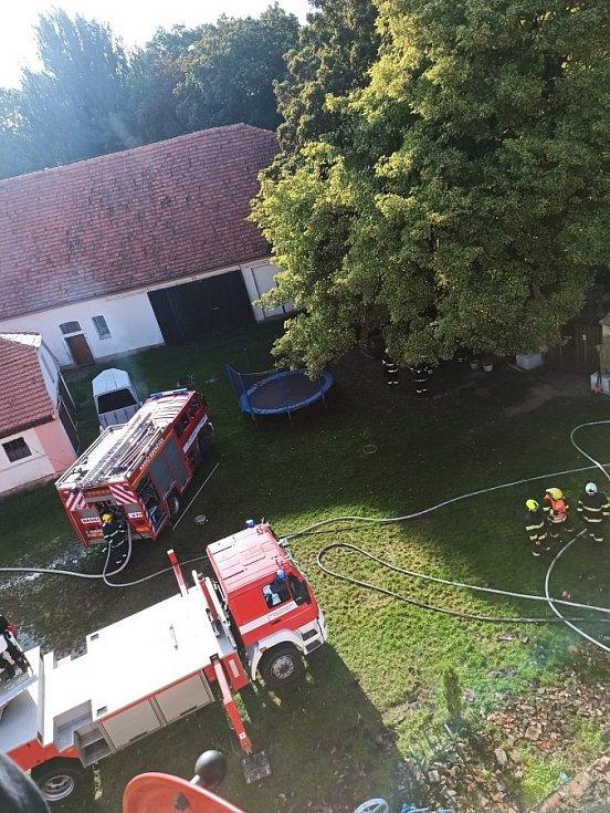 Následky ničivého požáru v areálu zámku v Újezdu nade Mží.