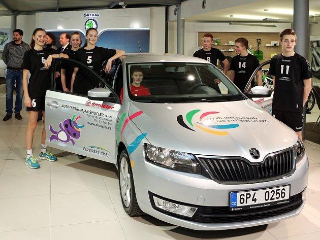 Předání zapůjčených vozů pro Hry VII. letní olympiády dětí a mládeže