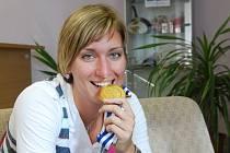 Kristýna Pastulová se zlatou medailí za nedávnou výhru ve Final Four Evropské ligy