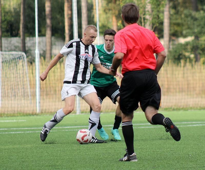 7. kolo krajského přeboru: SSC Bolevec (bílí) - SK Horní Bříza (zelení) 2:5.