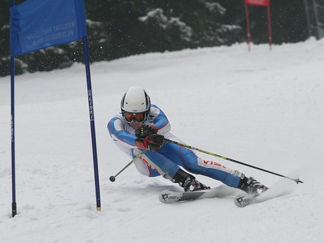 Krajské kvalifikační závody v obřím slalomu, které pořádala plzeňská Arnika, měly po oba dny stejné vítěze ve třech z osmi kategorií.  Juniorům vládl Jan Henig (na snímku) z SK Špičák