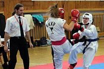 Kralovický oddíl v taekwon-du má ve svém oddíle řadu talentovaných členů. Na archivním snímku je kralovická bojovnice Natálie Wlachová (vpravo) na turnaji Narama Open v Plzni.