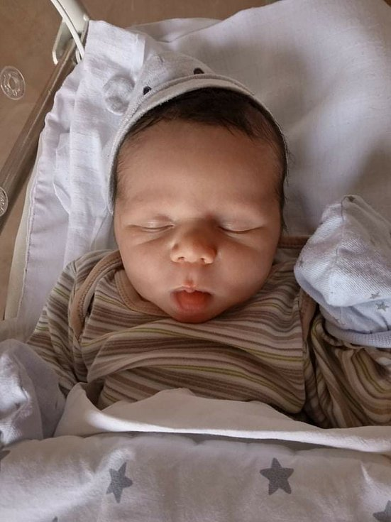 Antonín Petrželka z Horní Břízy se narodil ve FN Lochotín 23. února 2021 (3480 g, 50 cm). Maminka Tereza a tatínek Vít dopředu věděli, že se jim narodí chlapeček. Na malého brášku se doma moc těšila Emička (2,5).