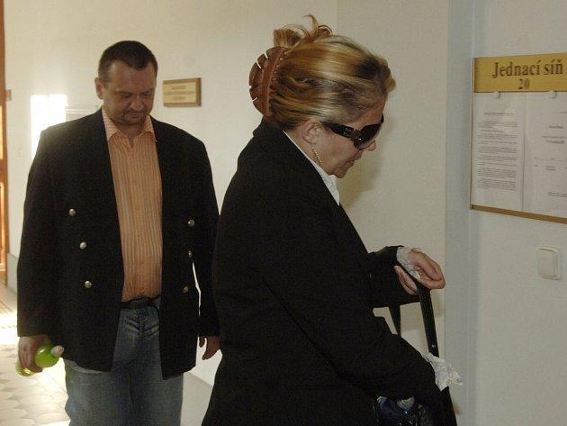 Martin a Ilona Čoptovi z Chodova na Sokolovsku tvrdí, že nikdy nikoho k prostituci nenutili. Teď  je na soudu, aby jejich slova potvrdil nebo vyvrátil