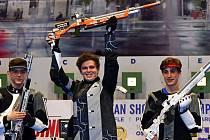 Sportovní střelec Filip Nepejchal (uprostřed) vyhrál halové mistrovství Evropy juniorů.
