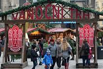 Náměstí Republiky zaplnily tradiční vánoční trhy