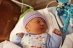 Dvojčata Adam a Aleš Cupákovi se narodila 14. ledna rodičům Ireně a Janovi z Lomu u Tachova. Adámek (na snímku) přišel na svět v 9:20, vážil 3090 gramů a měřil 49 centimetrů. Na brášky se doma těší tříletá Deniska.