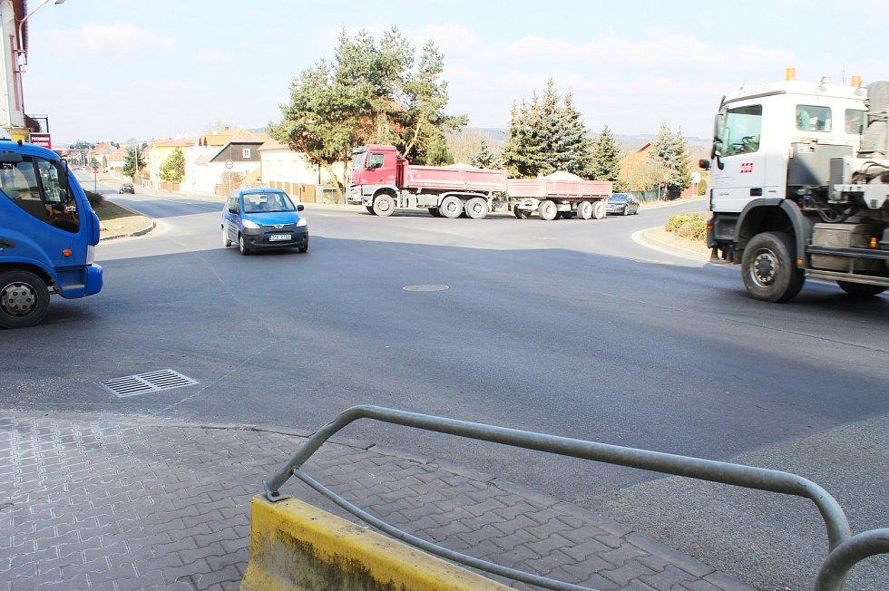 Křižovatka v Kozolupech.
