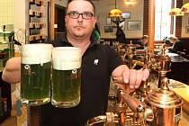 Svatého Patrika jste mohli zapít i v pivovaru Purkmistr, kde na jeho počest uvařili zelené pivo
