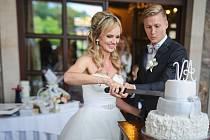 Obránce fotbalové reprezentace a FC Viktoria Plzeň Václav Procházka se v Park Hotelu Popovičky oženil se svou dlouholetou přítelkyní Andreou.