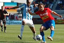 Viktorián Petr Jiráček (na archivním snímku vpravo) otevřel svým gólem ve druhé minutě skóre zápasu