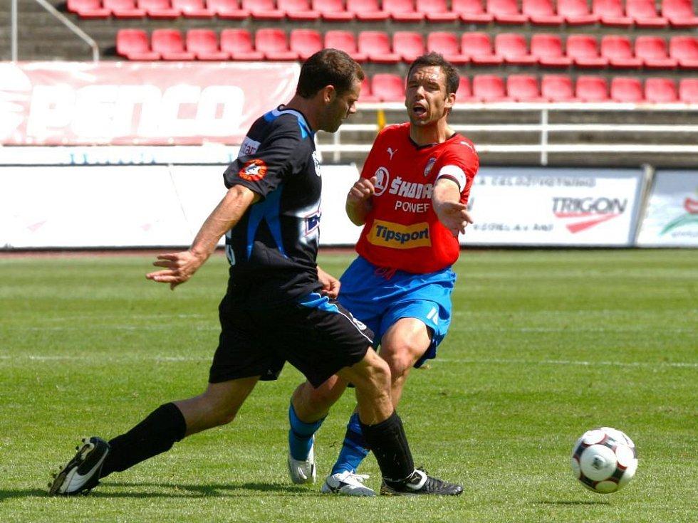 Pavel Horváth (na archivním snímku vpravo) pomohl Viktorii remízovat na soustředění v Rakousku v zápase s izraelským mistrem Maccabi Haifa 1:1