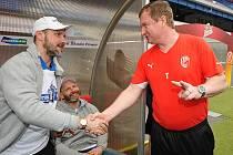 Hokejoví mistři zavítali druhý den po zápase hned po ránu k fotbalistům Viktorie Plzeň