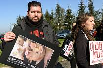 Protest veganů proti provozu jatek.