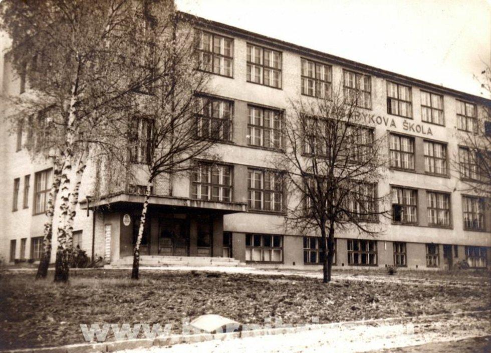 Obrázek školy architekta Hanuše Zápala z roku 1932.