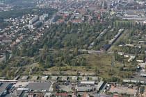 Archivní snímek území bývalých kasáren v Plzni na Slovanech.