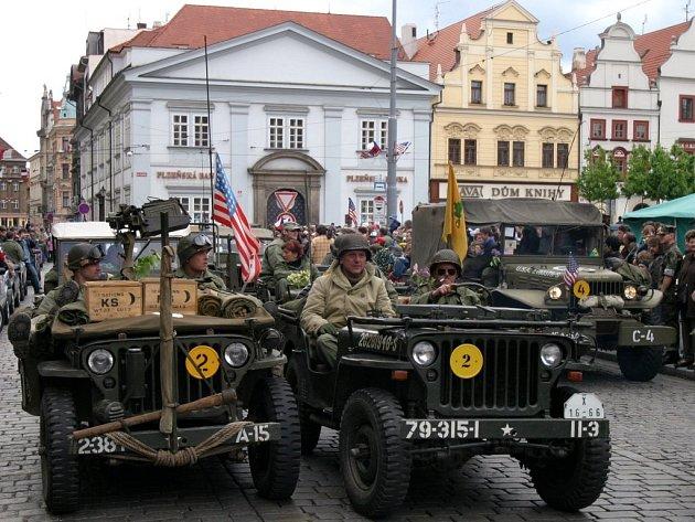 Americká vojenská vozidla jsou stálicí při květnových oslavách osvobození. Průjezd kolony po Klatovské třídě uvidí Plzeňané v neděli šestého května