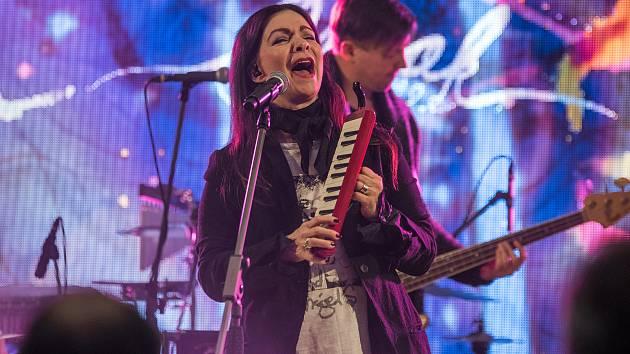 Anna K zazpívala v obchodním centru Olympia v Plzni