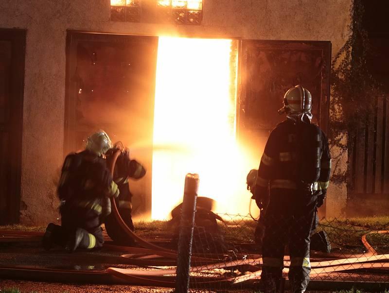 Požár v Chodové Plané.