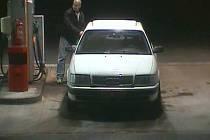 Policisté hledají řidiče, který 21. února večer natankoval u čerpací stanice Globus u Chotíkova naftu do bílého Audi s poznávací značkou 4P9 5306 a poté ujel bez placení