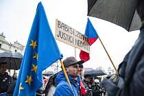 Demonstrace za nezávislost justice na náměstí Republiky v Plzni