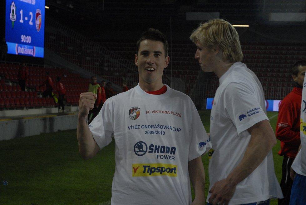 Milan Petržela a už zesnulý František Rajtoral ve vítězných tričkách.