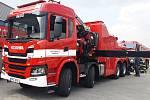Hasičský vyprošťovací automobil VYA Scania G 500 B 8 x 6 HZ s hydraulickým nakládacím jeřábem.