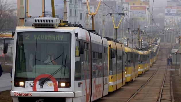 Kolona tramvají se táhla od Rondelu až k Lékařské fakultě