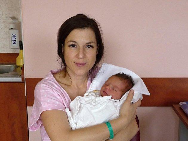 Zuzanu (4,06 kg, 52 cm) přivítali na světě rodiče Veronika a Jindřich Bezděkovi z Plzně. Jejich holčička se narodila 20. 11. v 9:22 ve FN v Plzni. Doma již mají chlapečka Jindru (3,5).