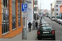 Parkování mezi centrem města a autobusovým nádražím je od 1. února zpoplatněné