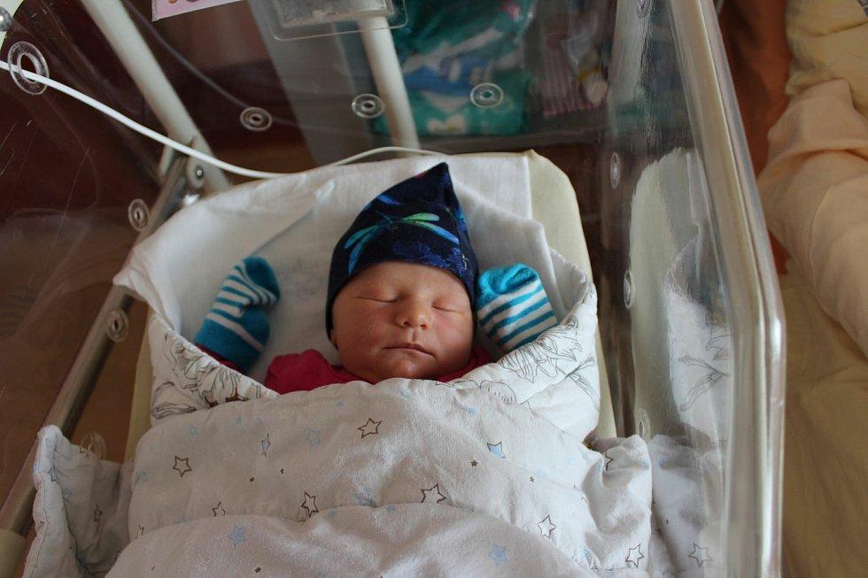 Ella Hynešová (3250 g, 50 cm) se narodila 30. května ve 22:29 ve Fakultní nemocnici vPlzni. Na světě svoji prvorozenou holčičku přivítali rodiče Michaela a Pavel z Kaznějova.