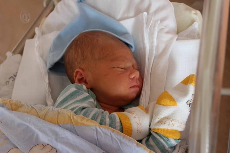 Alexandr Dolínský (3260 g, 51 cm) se narodil ve FN na Lochotíně. Rodiče Tatiana a Jiří z Plzně přivítali svého prvorozeného chlapečka společně.
