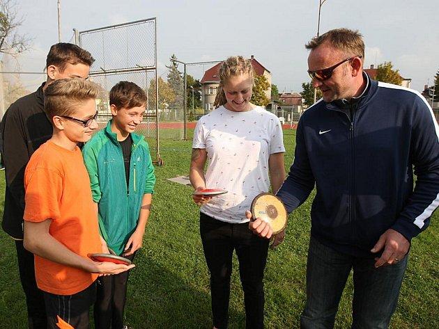 Desetibojař Tomáš Dvořák radil mladým atletům