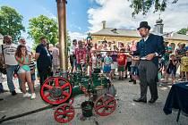 Modely parních strojů předvedl na zámku Kozel Miloslav Vaváček z Tábora. Funkci pohonu, který přinesl průmyslovou revoluci, vysvětlil na lokomobile zkonstruované Ladislavem Šedivým.